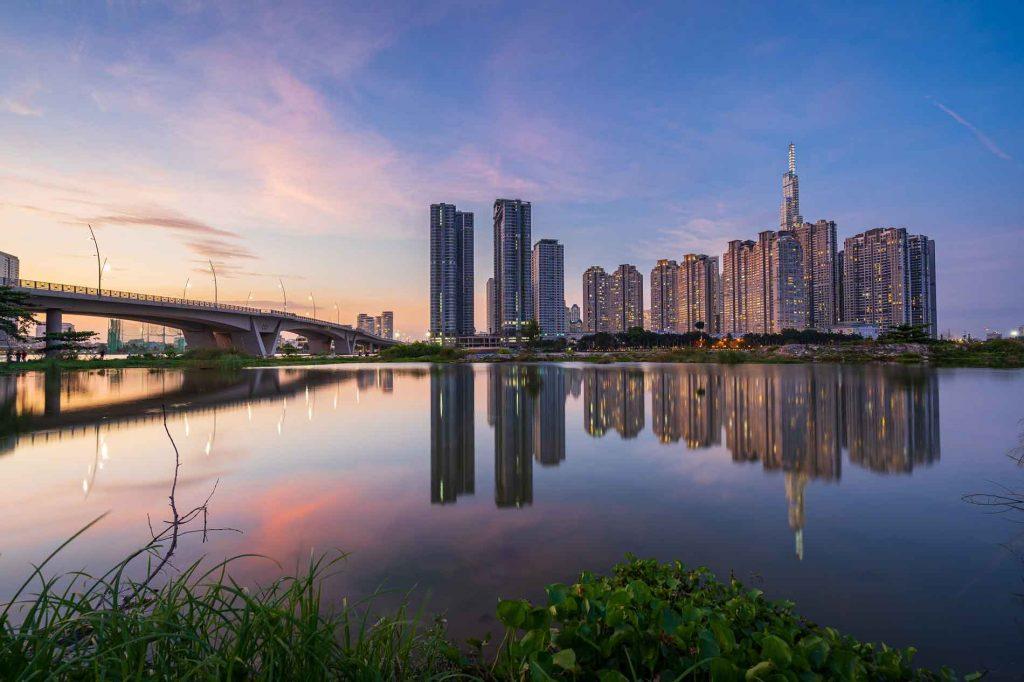 Hoàng hôn bên sông và ngắm nhìn cụm tòa nhà chung cư Saigon Pearl - Vinhomes Central Park và Sunwah Pearl