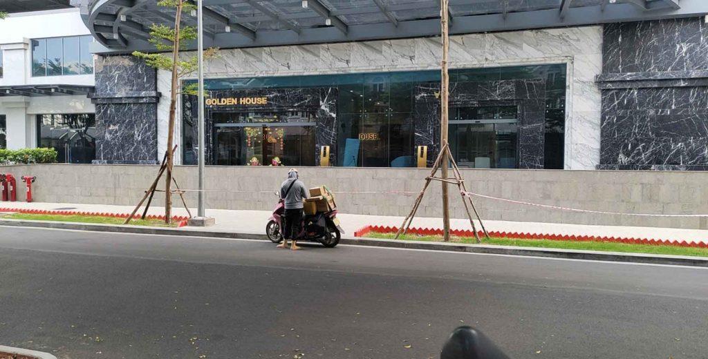 Mặt trước căn biệt thự Saigon Pearl cho thuê