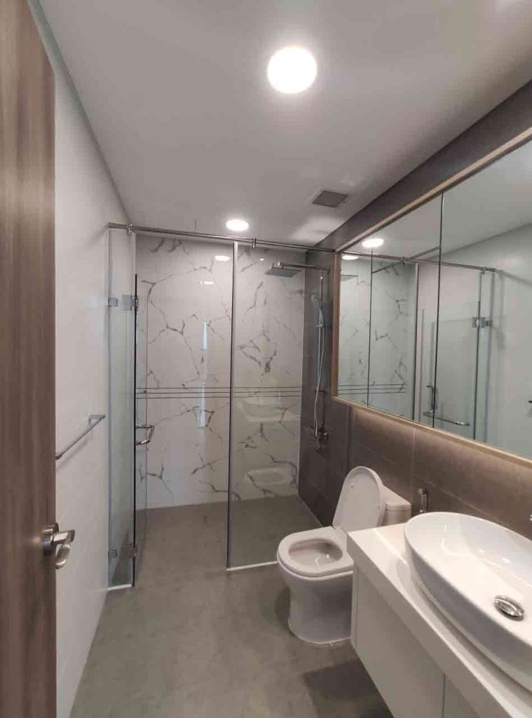 Toilet trong căn hộ Sunwah Pearl cho thuê được trang bị rất cao cấp và hiện đại